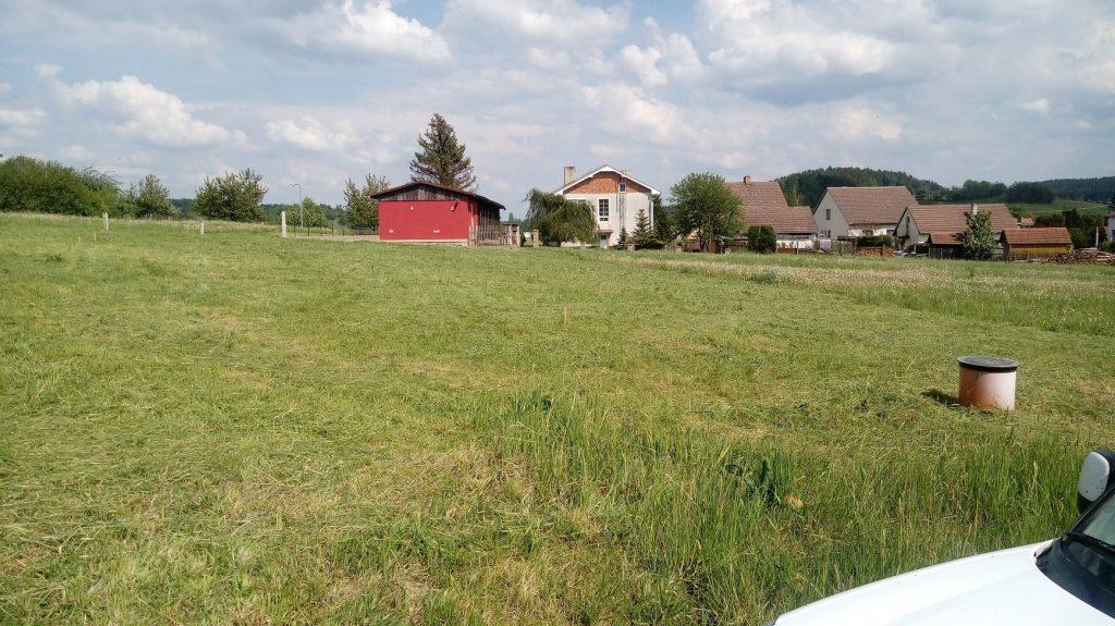 Pozemek po sečení trávy
